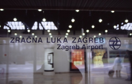Kopie_von_u2004-12-28-000_Airport_Zagreb-Internationaler_Eingang_2.jpg