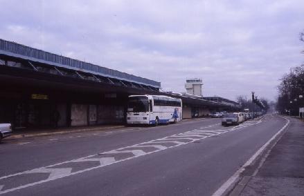 Kopie_von_u2004-12-28-009_Zagreb-Airport_An-und_Abfahrtsbereich.jpg